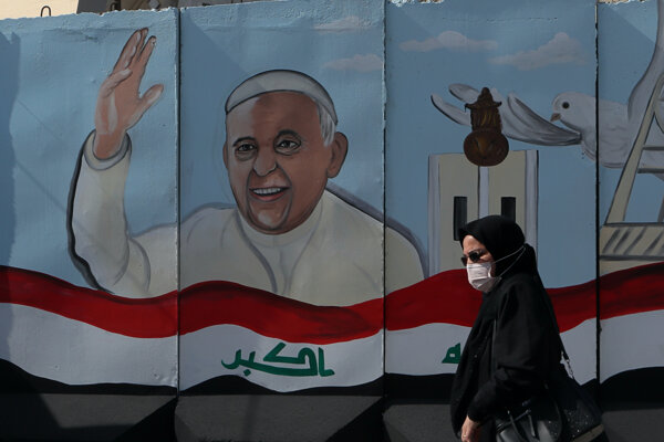 Podobizeň pápeža Františka na múre v Bagdade.