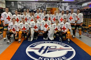 Košickí hokejisti podporia zdravotníkov špeciálnou sadov dresov.