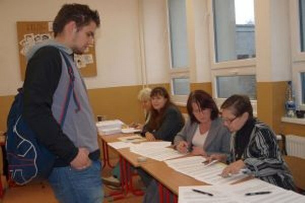 Vo volebnom okrsku na Párovciach odvolil aj 19-ročný Martin Hladký.