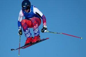 Jakub Valek súťažne jazdí zjazdové lyžovanie i skikross.