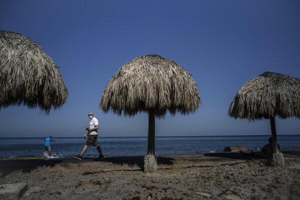 Naláka vakcína turistov na kubánske pláže?