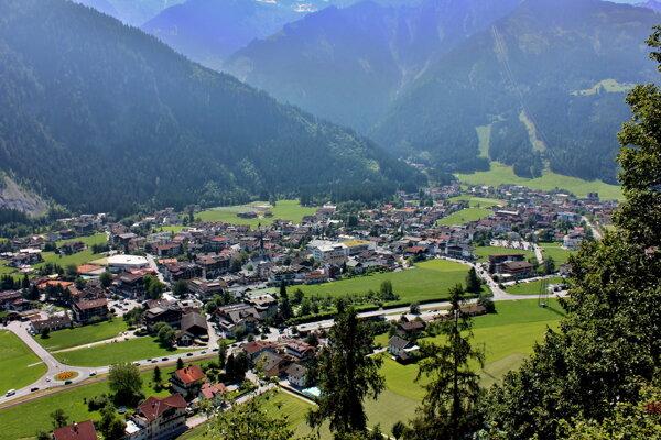 Tirolské mestečko Mayrhofen bolo v karanténe, teraz sa budú masovo očkovať.