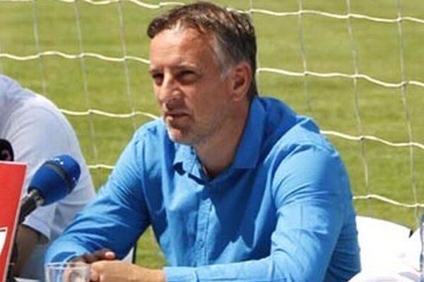 Generálny manažér Jozef Petráni burcuje mužstvo pred poslednými dvoma jesennými zápasmi.