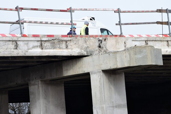 Na moste sa obnovili rekonštrukčné práce.