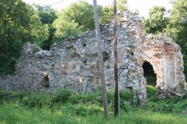 Ruiny kostola sv. Jozefa, ktorý sa nachádzal v kláštornom komplexe.