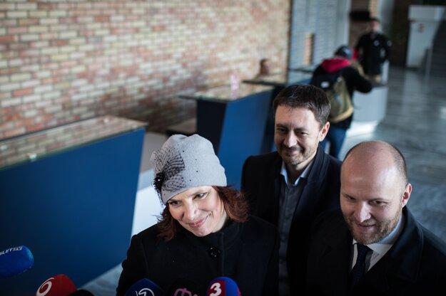 5. marec 2020. Eduard Heger, Veronika Remišová a Jaroslav Naď prichádzajú na stretnutie s predsedom Za ľudí Andrejom Kiskom v rámci rokovaní o vytvorení vládnej koalície.