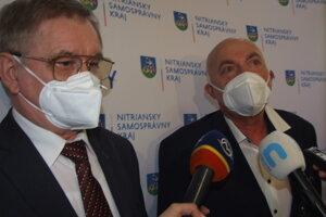 Župan Milan Belica a krajský lekár Ľubomír Ševčík.