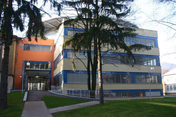 Urgentný príjem pre covid pozitívnych sa nachádza v budove chirurgického pavilónu.