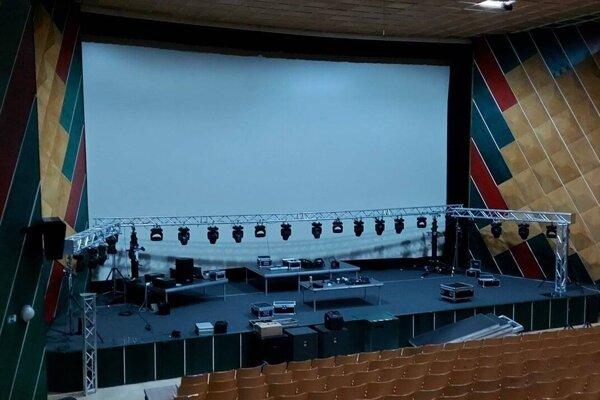 V kine Apollo vyrástla profesionálna scéna, kde sa budú striedať počas piatkových večerov hudobníci rôznych žánrov.