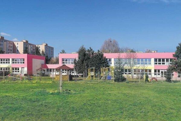 Vynovená budova jednej z materských škôl v Lučenci.