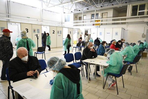 Veľkokapacitné očkovacie centrum v Trenčíne.
