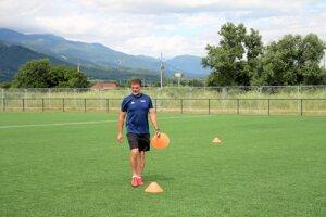 Na Pltníkoch sa buduje aj futbalový areál. Ihrisko s umelou trávou je už aj v prevádzke.