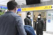 Polícia bude naďalej dohliadať na dodržiavanie protiepidemických opatrení.