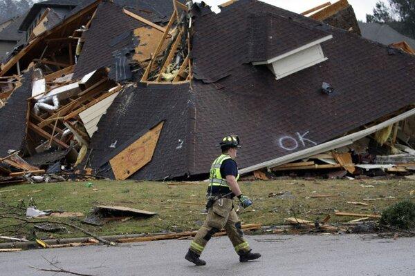 Tornádom poškodené domy v meste Birmingham v Alabame.
