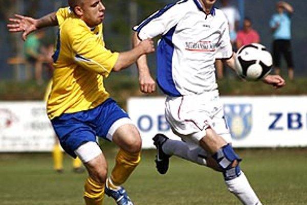 Najlepší strelec I. triedy Daniel Drienovský (v bielom) zo Žitavian si opäť oblečie dres výberu hviezd.