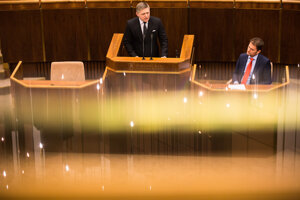 Robert Fico a Igor Matovič počas schôdze parlamentu v roku 2017