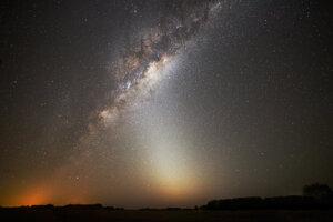 Mliečna cesta a zodiakálne svetlo odfotené v Argentíne.