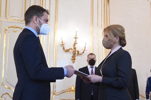 Prezidentka Čaputová a vľavo minister financií Igor Matovič.