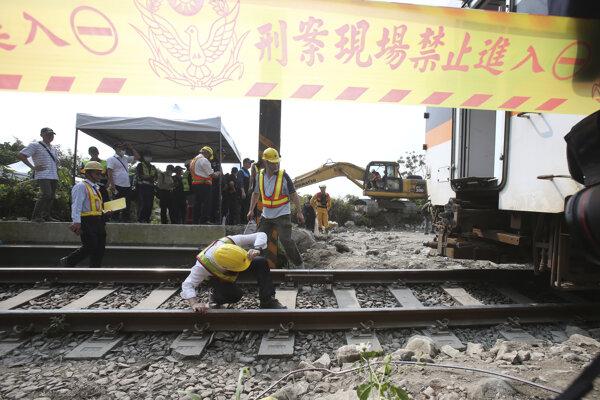 Pri havárii na železnici zomreli desiatky ľudí.