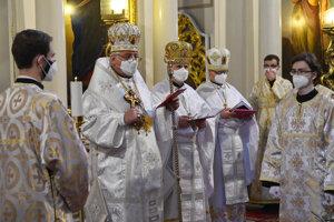 Druhý zľava prešovský gréckokatolícky arcibiskup metropolita Ján Babjak.