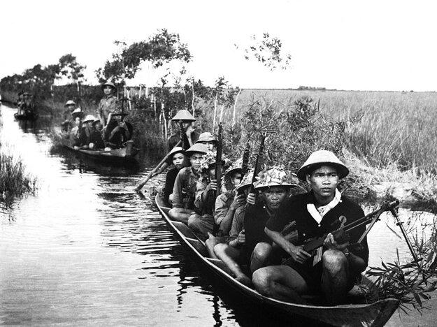 Vietkong napriek vysokým stratám dokázal neraz technicky lepšie vybavenú americkú armádu zaskočiť a vtiahnuť ju do partizánskeho spôsobu boja.