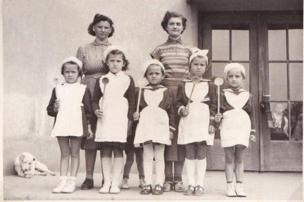 Malé školáčky z Malženíc.