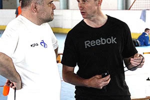 Antonín Stavjaňa s asistenom Karolom Kolečánim pokračujú na lavičke HK Nitra.