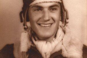 Americký pilot stíhačky Mustang Frank Soltész