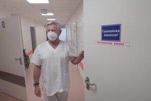 Jediný onkológ v okrese Prievidza Dušan Magdin starší prijme na svojom pracovisku desiatky pacientov denne.