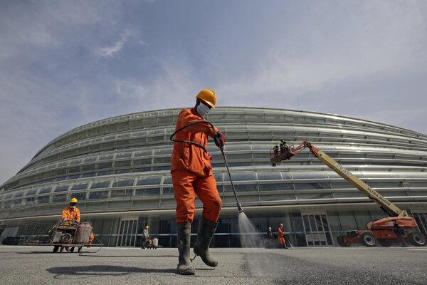V Číne prebiehajú prípravy na zimnú olympiádu.