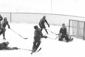 Turnaj vPucove, január 1987. Jozef Babinský strieľa víťazný gól Liesku vpredposlednej minúte zápasu proti Mútnemu (4:3).