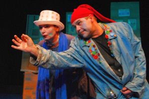 Roman Valkovič s Oľgou Schramekovu v predstavení Lakomstory z Londýna.