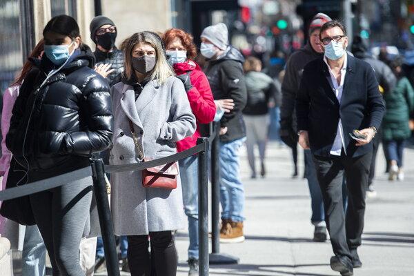 Kanada zažíva ďalšiu vlnu koronavírusu, opatrenia nestačia a očkuje sa pomaly.
