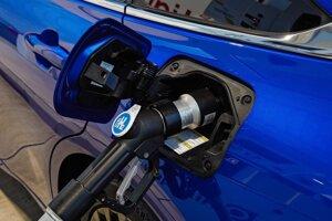 Toyota Mirai a tankovanie vodíka.
