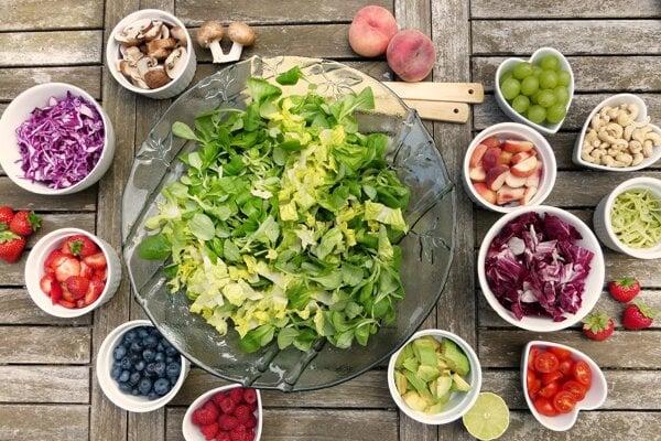 Strava by mala byť bohatá na ovocie, zeleninu, bielkoviny i zdravé tuky.
