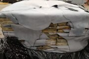 Belgickí colníci v prístave Antverpy zadržali v priebehu šiestich týždňov celkovo 27,64 tony kokaínu. Na snímke balíčky s kokaínom 6. apríla 2021.