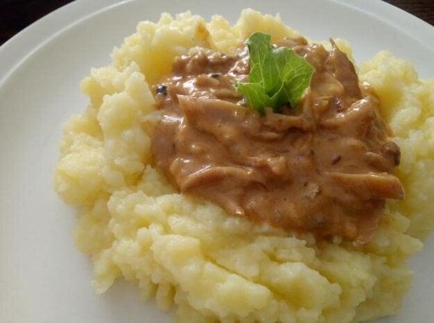 Hliva s kyslou smotanou a zemiakovo-tekvicové pyré