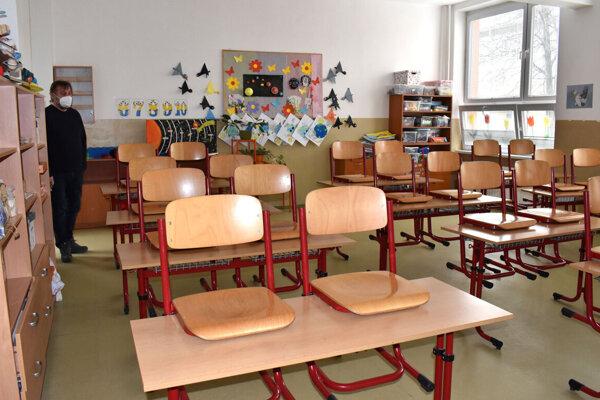 Od pondelka 19. apríla sa zaplnia triedy v Kežmarku aj ôsmakmi a deviatakmi.