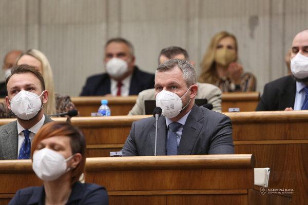 Nezaradení poslanci parlamentu Matúš Šutaj Eštok a Peter Pellegrini.