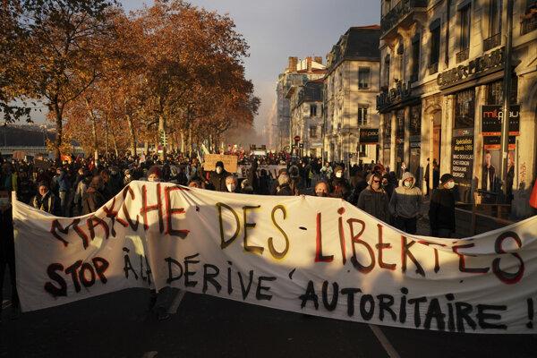 Protest proti bezpečnostnému zákonu.
