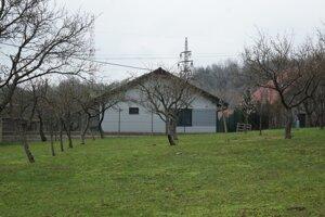 Dom, ktorý si postavil Csányi v záhradkárskej lokalite Žľaby, luxusom nevyniká.