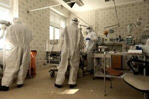 Takto vyzerá starostlivosť ocovid pacientov na pľúcnej klinike vmartinskej nemocnici.