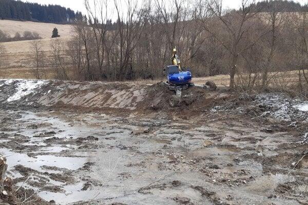 Čistenie protipovodňového poldra nad Oravskou Porubou.
