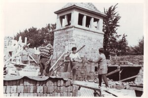 Stavba kostola vNovej Bošáci, r. 1970