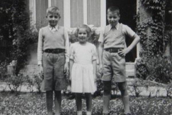 Milan Búry s kamarátmi vo Švajčiarsku. Snímka vznikla pred 67 rokmi.