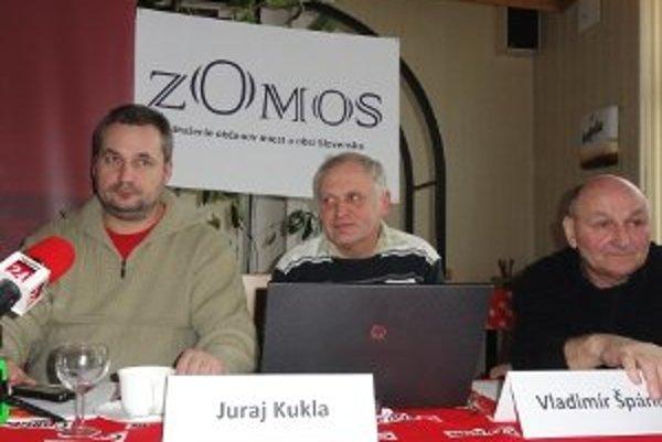 Odborníci na samosprávu Ondrej Dostál, Juraj Kukla a Vladimír Špánik radili ľuďom, čo robiť, ak volení zástupcovia ľudí v obciach nedodržiavajú zákony.