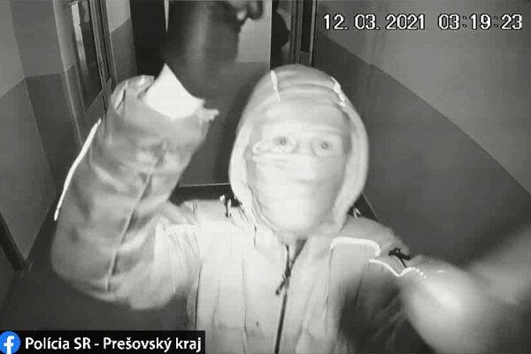 Polícia prosí o pomoc pri odhalení identity zlodejov.