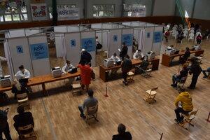 KSK otvoril v Michalovciach veľkokapacitné očkovacie centrum.
