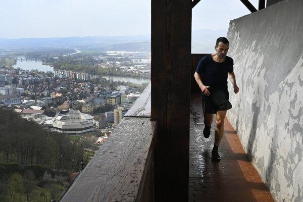 Stanislav Ďuriga zabehol okolo Matúšovej veže 927 kôl.