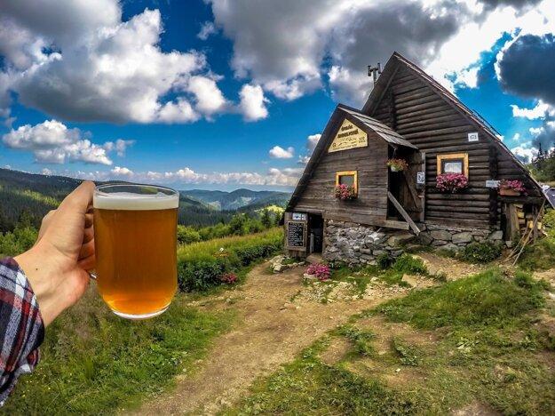 Útulňa Andrejcová - zrubová chata na hlavnom hrebeni Kráľovohoľských Nízkych Tatier.